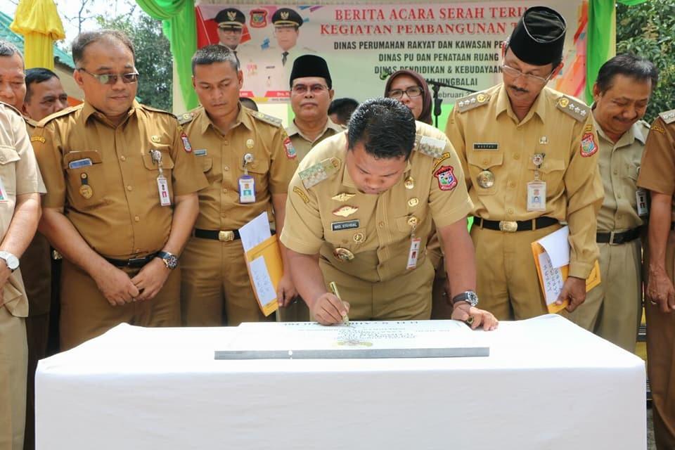 Kadis Perkim Mendampingi Walikota Tanjungbalai Dalam Acara Serah Terima Kegiatan Pembangungan T.A. 2017