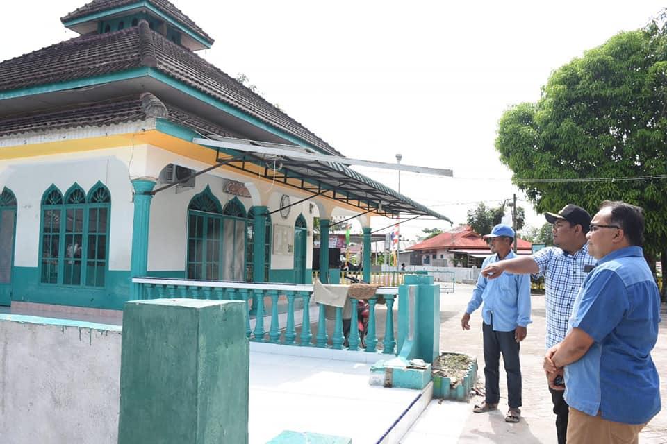 Kadis Perkim Mendampingi Walikota Tinjau Proyek Renovasi Rumah Ibadah
