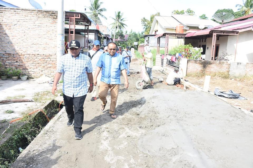 Kadis Perkim Mendampingi Walikota Tinjau Proyek Peningkatan Jalan di Kota Tanjungbalai