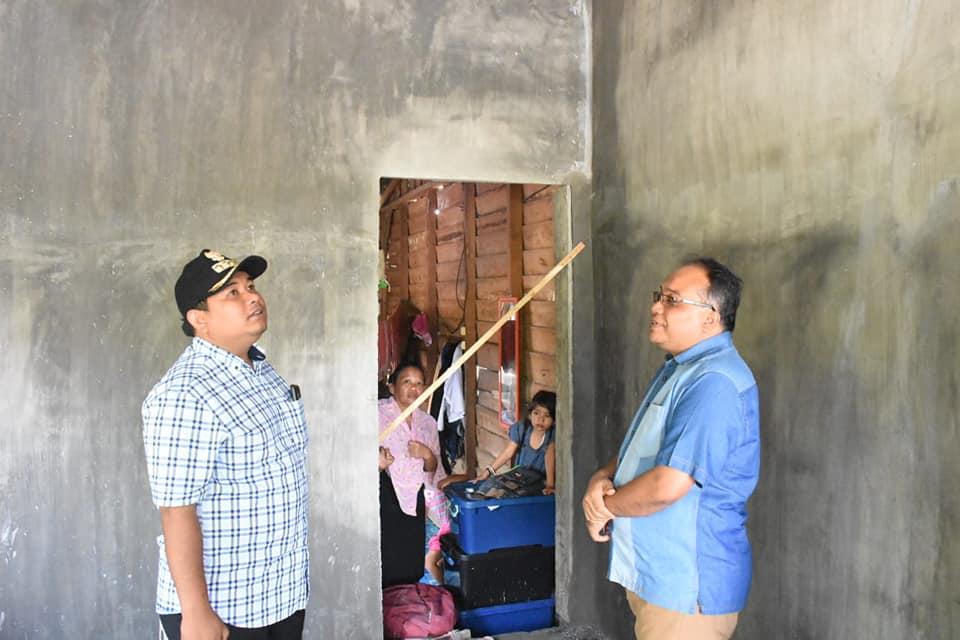 Kadis Perkim Mendampingi Walikota Tinjau Bedah Rumah di Kota Tanjungbalai