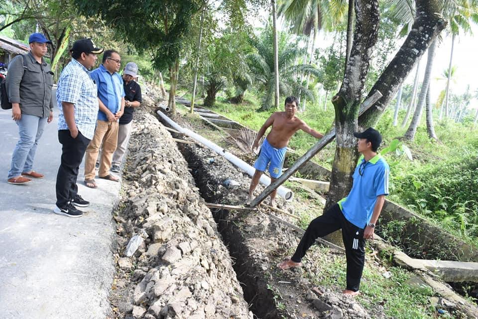 Kadis Perkim Mendampingi Walikota Tinjau Proyek Pemasangan Pipa Air Minum